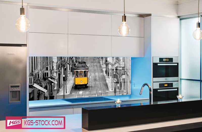 Splashbacks Glass design - Black and white city and Yellow train - 100108