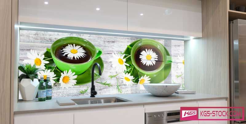 Splashbacks Glass design - Green cups with chamomile tea - 100705